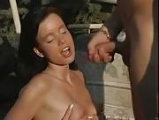 Film sexe jeunette culbutée en extérieur